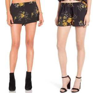 Band of Gypsies black floral shorts size XS NEW